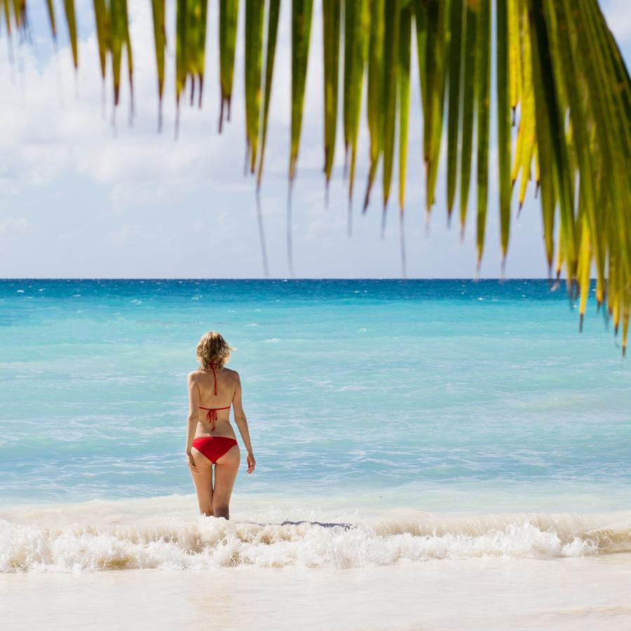Море. Девушка. Мальдивы