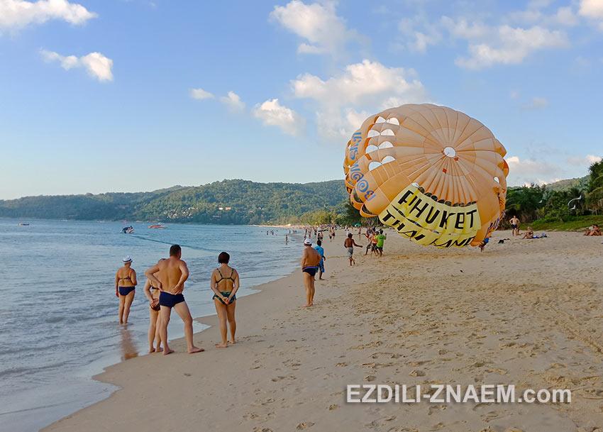 Катание на парашюте на пляже Карон, Пхукет, Таиланд