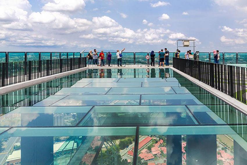 Смотровая площадка на крыше небоскреба The Shore Sky Tower в Мелаке