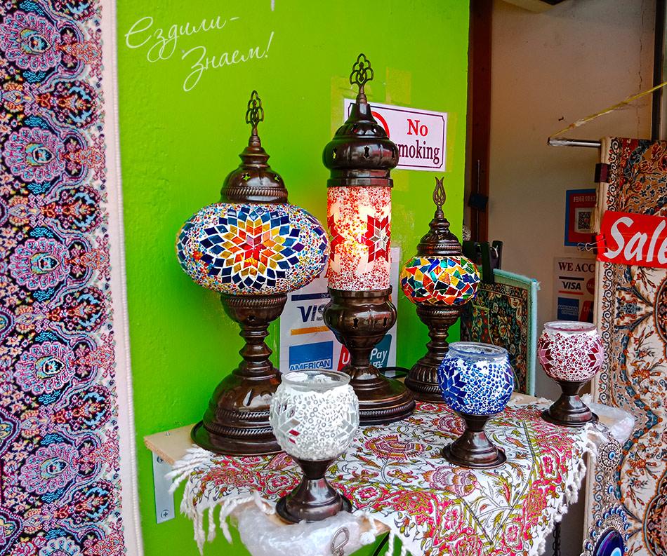 Красивые лампы в магазине