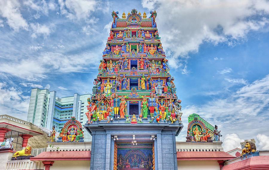 На фото индуистских храм Sri Mahamariamman
