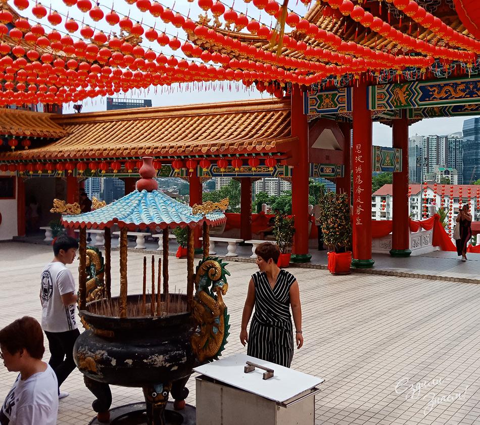 В храме Тянь Хоу