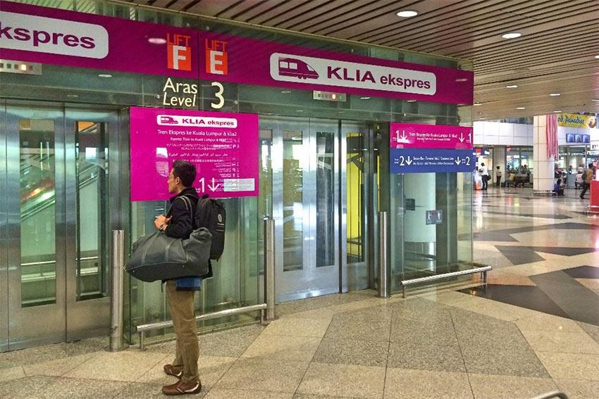 Как найти поезда KLIA Ekspress в аэропорту Куала Лумпур