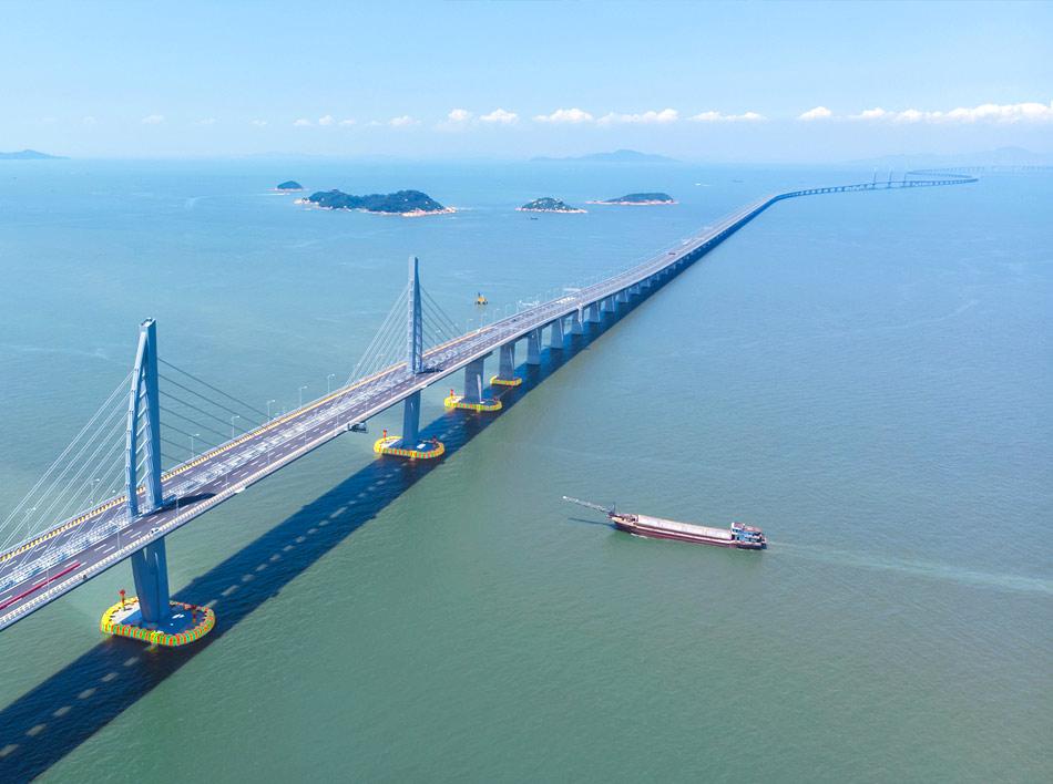 На фото новый мост из Гонконга в Макао
