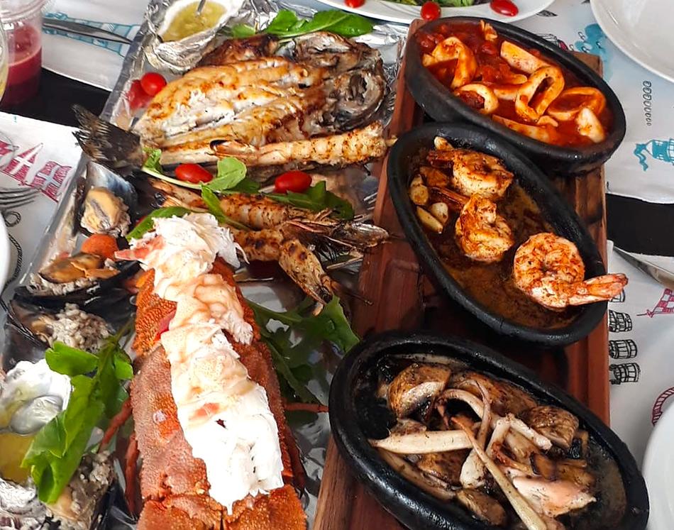 Морепродукты в ресторане Cadde Balık