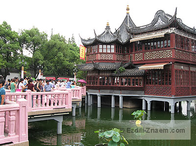 Китай. Шанхай: чайный павильон перед входом в Сад Юй Юань