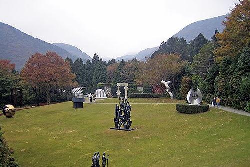 Япония: Горы вокруг музея скульптур в Хаконэ