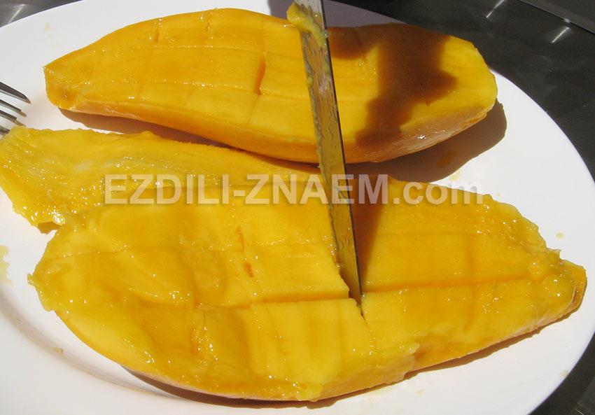 Как есть манго - делаем надрезы, не разрезая кожуры