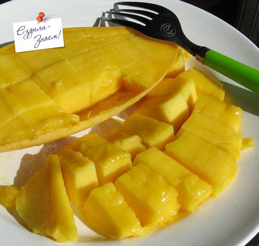 Как есть манго: вилкой вынимать нарезанные кубики из кожуры