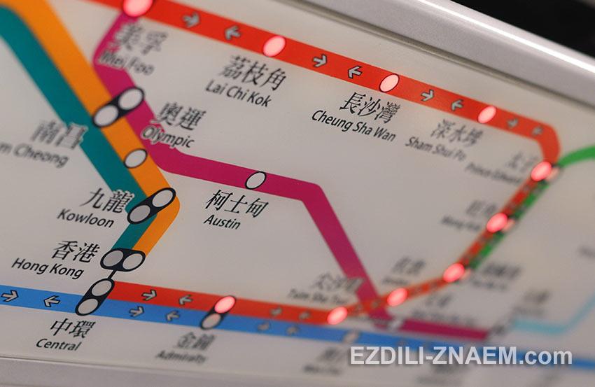 Схема метро Гонконга над дверями в вагоне