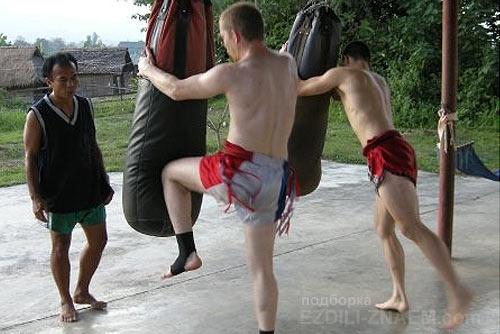 инструкторы на тренировках муай тай