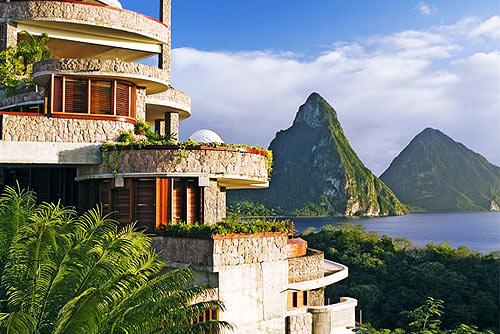 Отели мира с лучшим видом из окна. На фото: вид из окна отеля Jade Mountain Resort