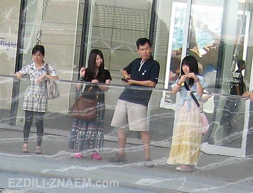 Сингапур. Фонтан перед шоппингом Марина Бей