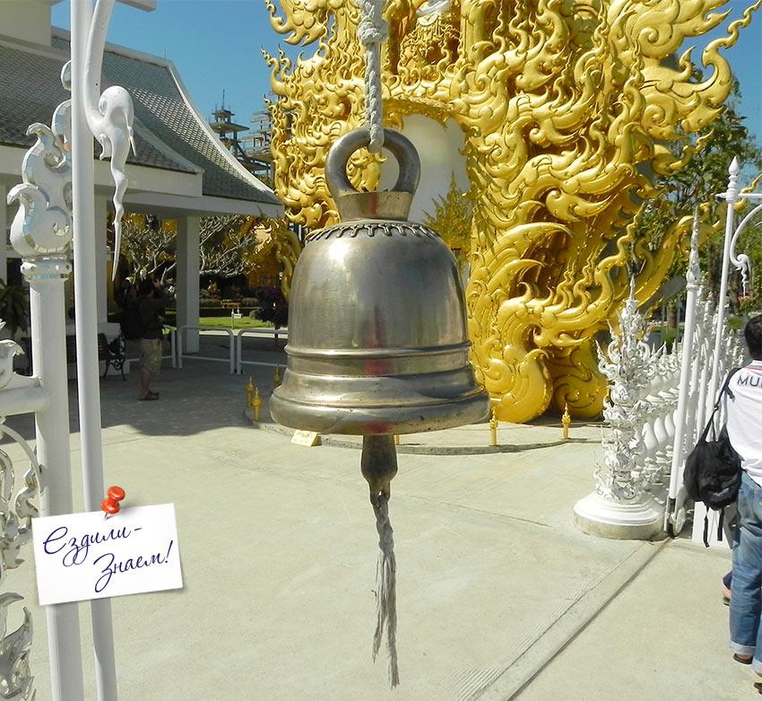 вход в Белый храм в Таиланде