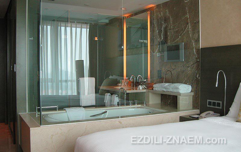 "Прозрачная ванная комната в отеле ""Итон"", Шанхай"