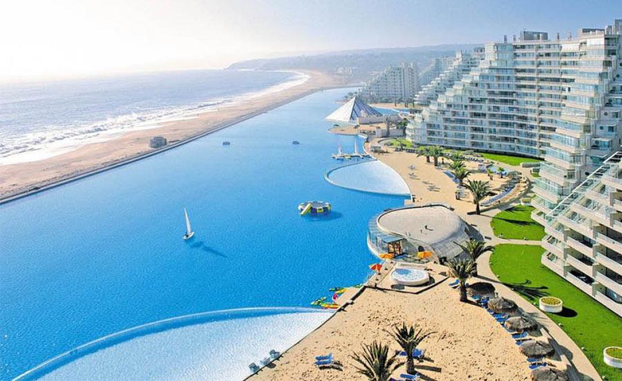 самый необычный, огромный и красивый бассейн в Чили