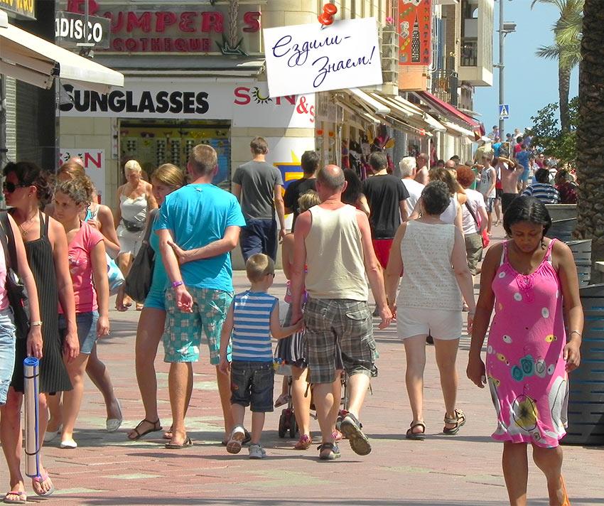 улицы Ллорет де Мар в июле - в разгар сезона