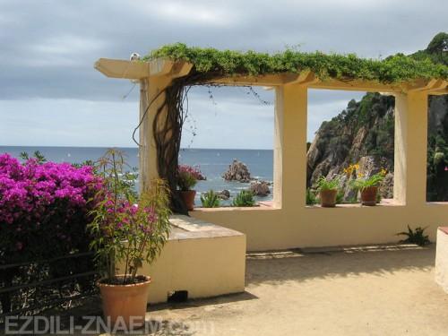 Сад Маримуртра (MariMurtra) в Испании, вид на море