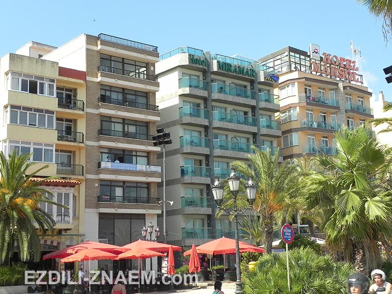 отели вдоль набережной Ллорет де Мар