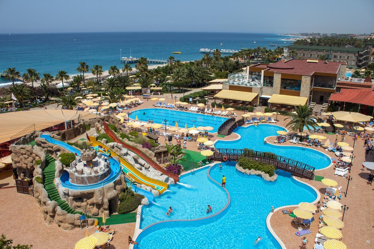 На фото один из лучших отелей Турции для семейного отдыха: Gypsophila Holiday Village