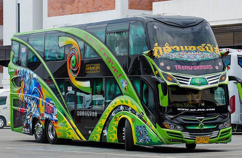 Позитивно окрашенные автобусы в Таиланде