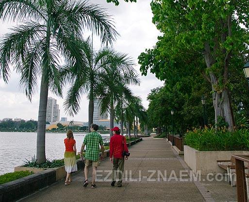 Парки Бангкока: прогулка в Бенжакити парке