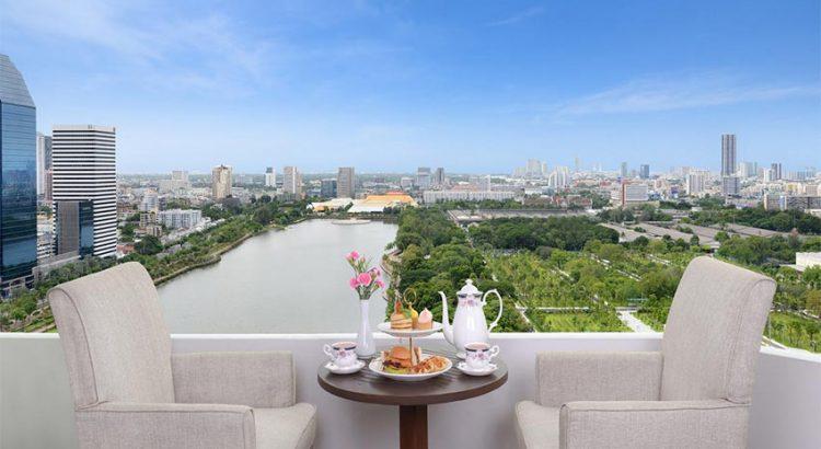 Вид с балкона отеля Centre Point Sukhumvit 10, на Бенджакити парк