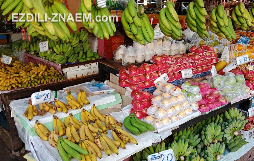 Цены на фрукты на рынке в Таиланде