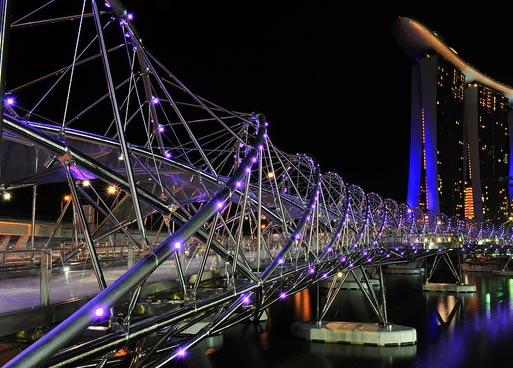 """Самые необычные мосты мира: пешеходный мост """"Helix"""" в Сингапуре"""