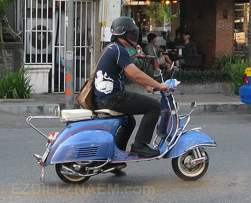 """Мотороллер """"Веспа"""" в Тайланде. Чиангмай. Фото"""