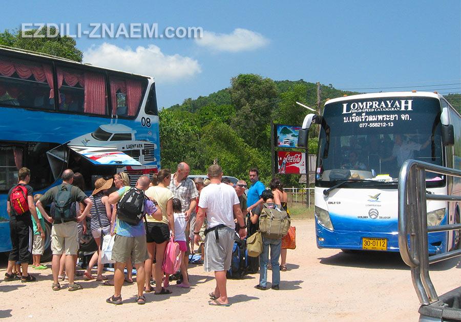 автобус Lomprayah прибыл из Хуа Хина в Чумпон