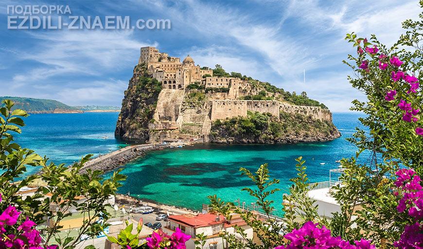 Арагонский замок на острове Искья в Италии