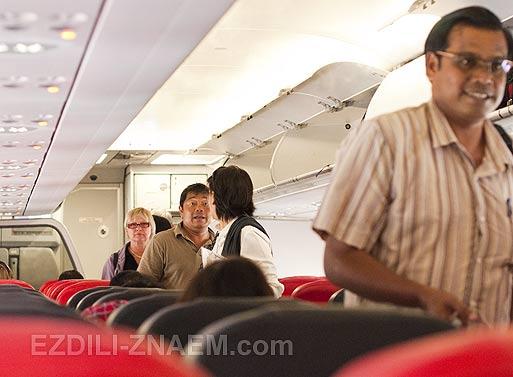 В салоне самолета AirAsia