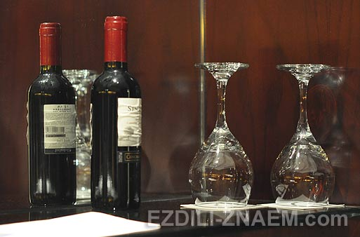 Красное вино в минибарах отелей Гуанчжоу