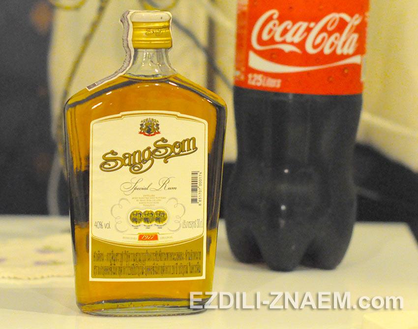 """популярный алкогольный напиток Таиланда - ром """"Сэнг-Сом"""""""
