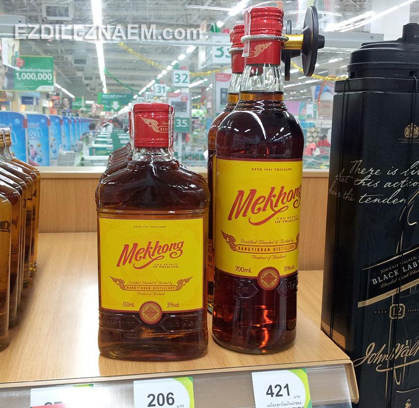 """виски """"Меконг"""" в Тайланде чаще всего пьют с колой или с содовой"""