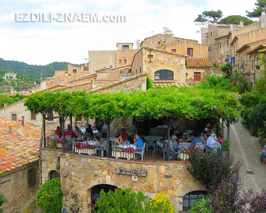 Живописные ресторанчики в Старом квартале Тосса де Мар