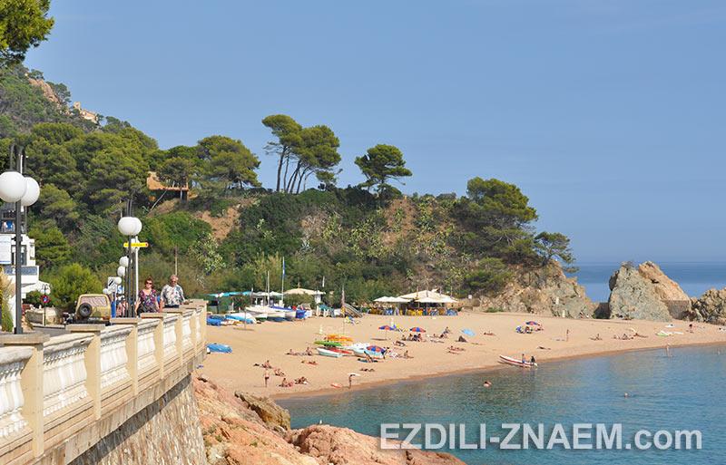 На фото один из пляжей Тосса де Мар в Испании
