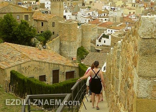 Достопримечательность Тосса де Мар - древняя крепость с пятью башнями