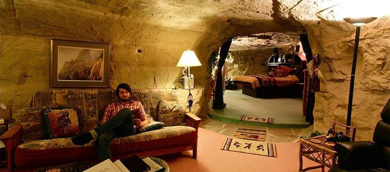 Необычный отель-пещера в США
