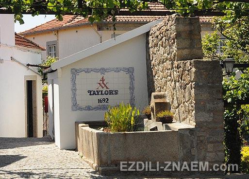 Экскурсия с дегустацией португальского портвейна в Порто.