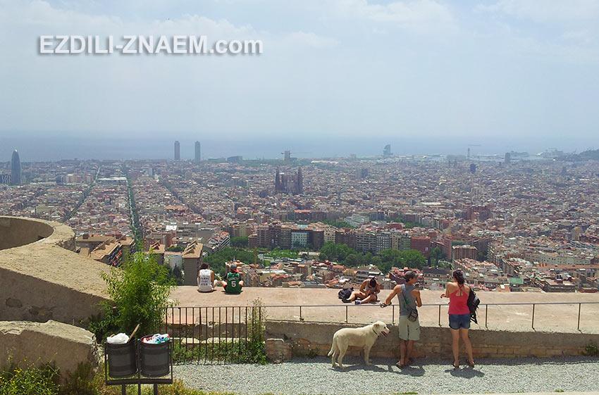 утром или вечером вид на Барселону с горы становится более эффектным