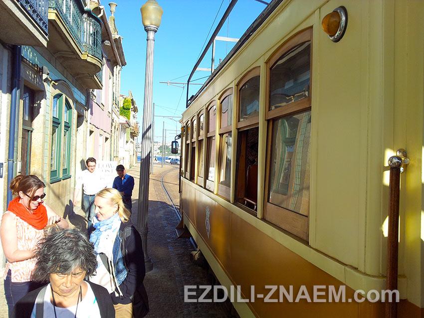 конечная остановка трамвая на линии №1 в Порто
