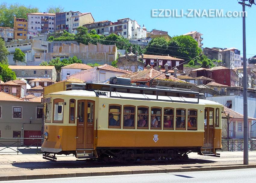 линия трамвая вдоль набережной - самая востребованная туристами в Порту