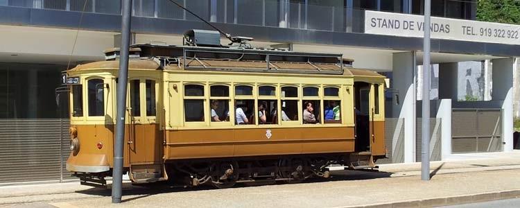 Раритетный трамвай в Порто
