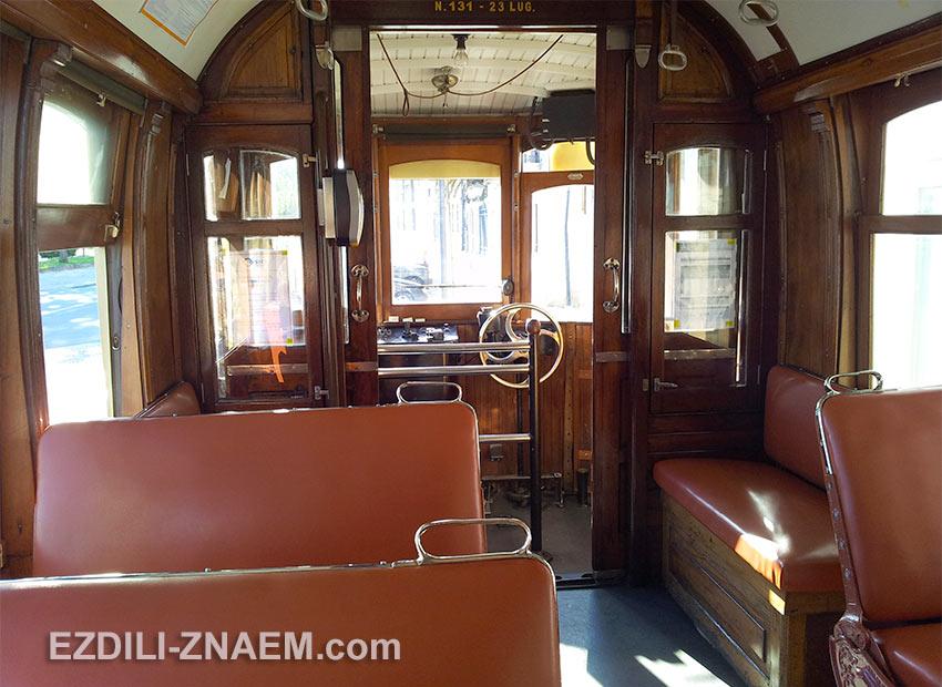 Интерьер салона трамвая в Порту