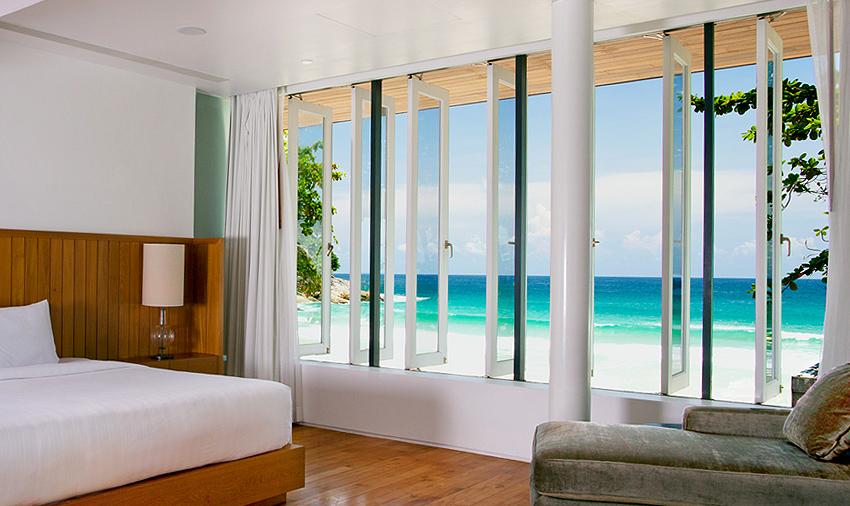 В отеле Le Meridien Phuket Beach, пляж Карон