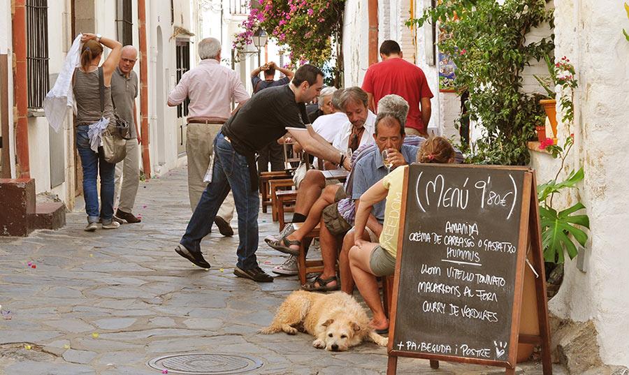 Меню дня. Ресторан в Кадакесе, Испания