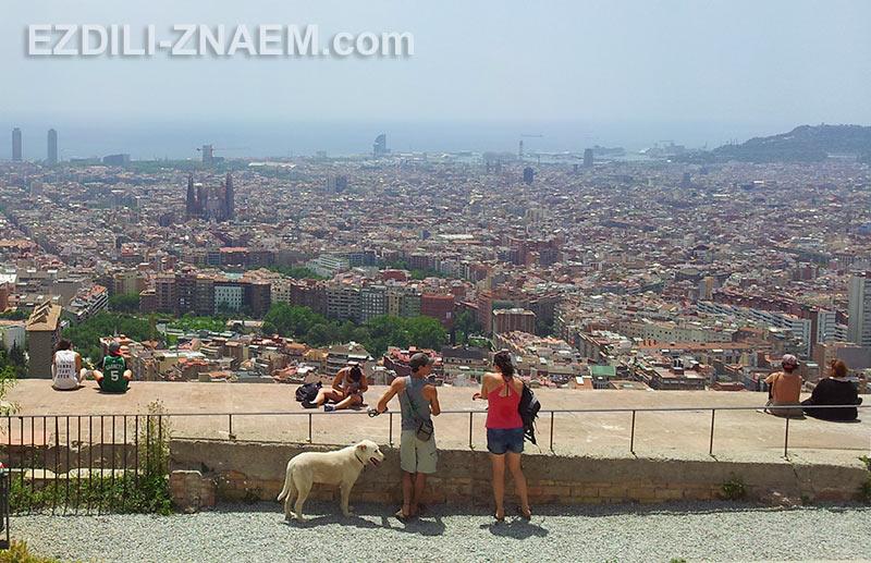 На фото: обзорная площадка в Барселоне