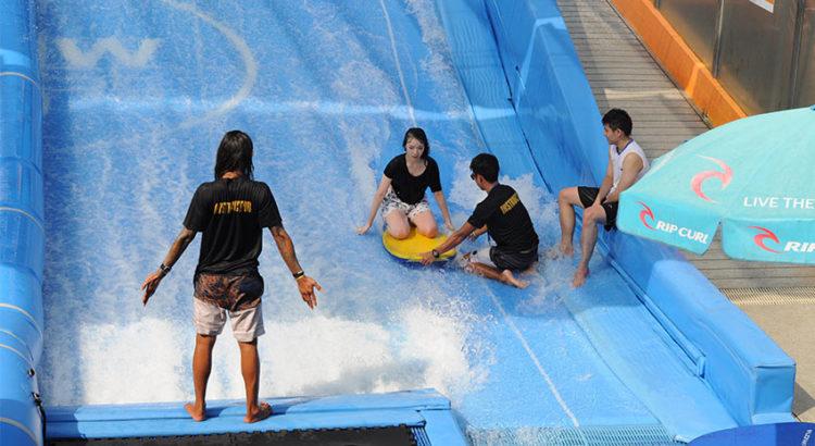 """Водные развлечения в Бангкоке: серфинг в """"Flow House"""""""